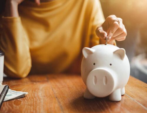 Tenho dificuldade de guardar meu dinheiro, o que fazer?